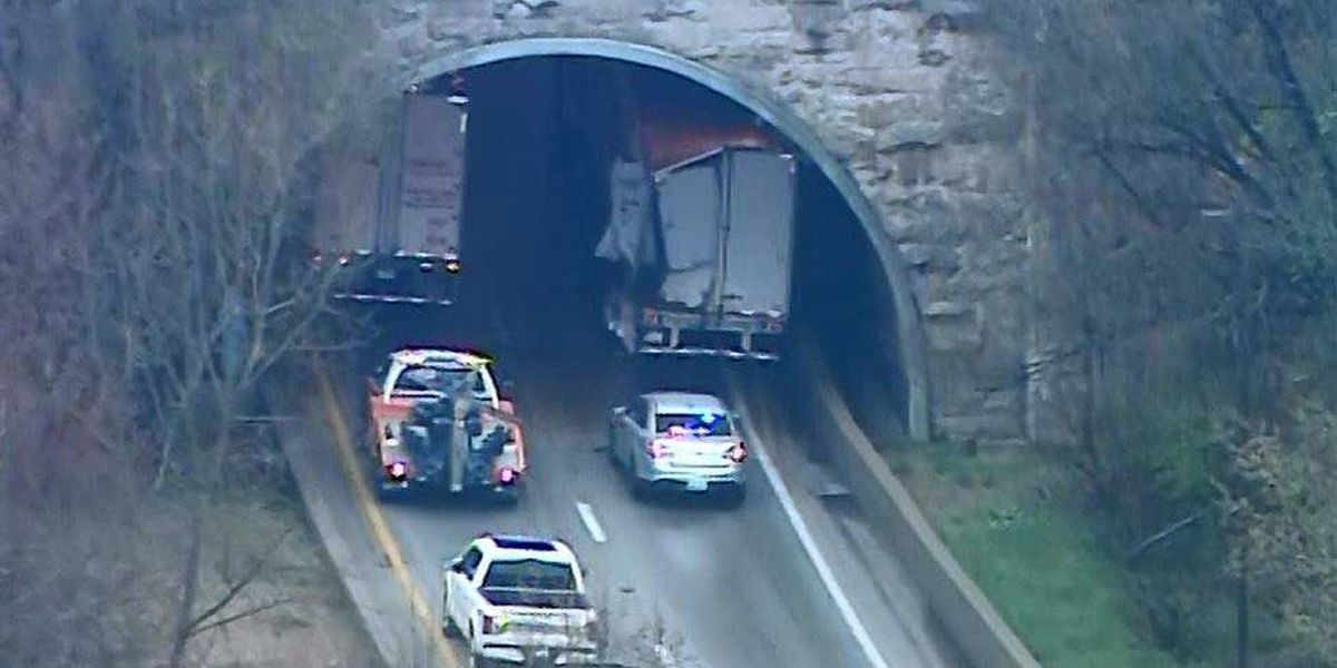 UPDATE: All lanes open on I-64 at Cochran Hill Tunnel