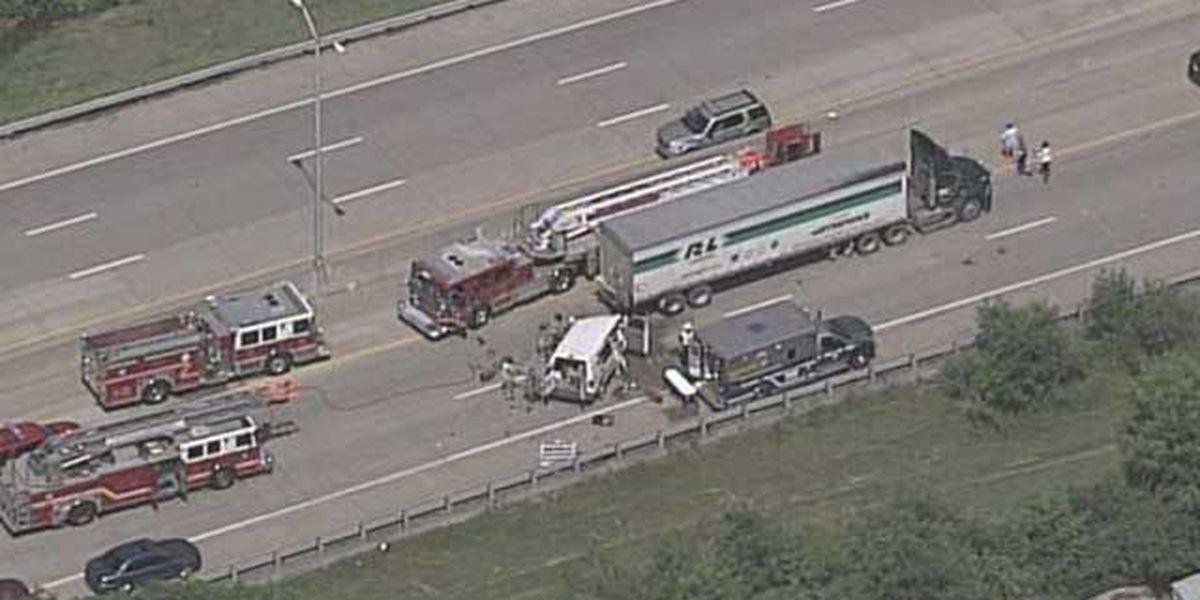 Injury accident shuts down westbound I-264 in west Louisville
