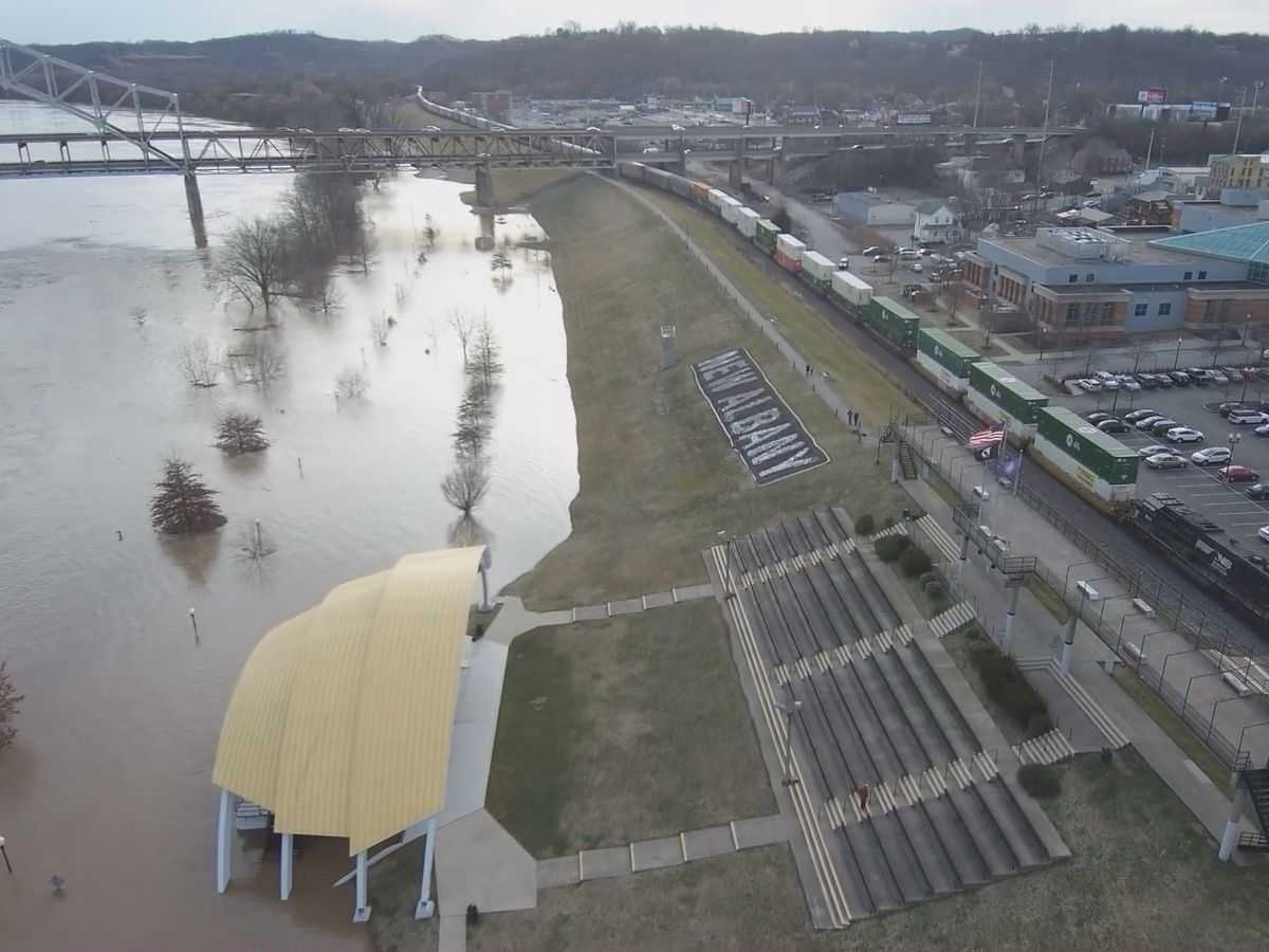 Ohio River flooding continues; restaurants prepare to clean up