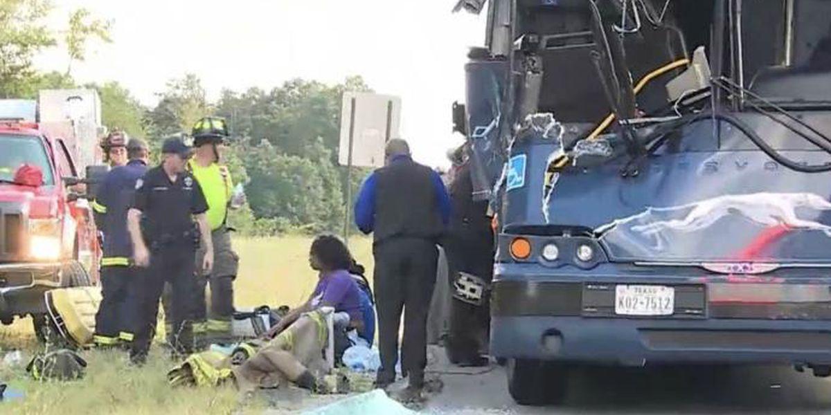 17 injured in Cincinnati-bound Greyhound bus crash on I-75 in central Kentucky