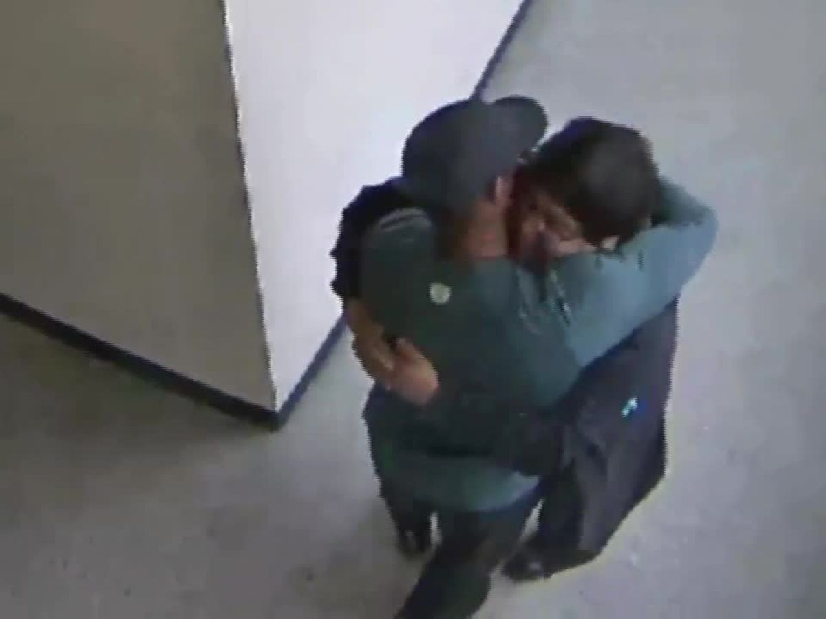 Video shows emotional moments after Oregon high school football coach disarms student