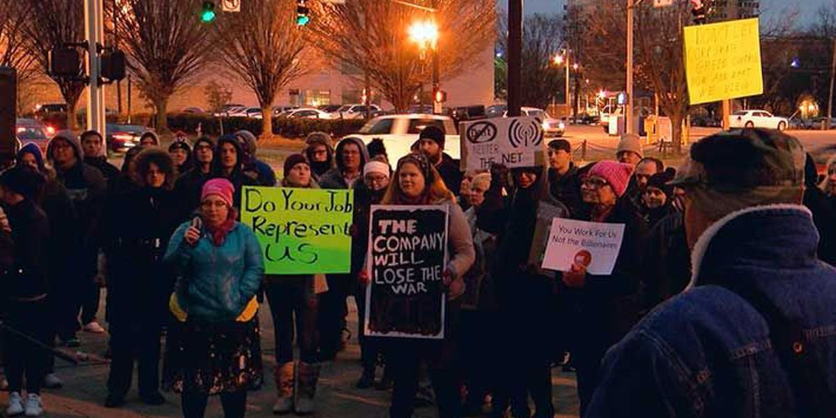 Dozens show up for net neutrality rally in downtown Louisville