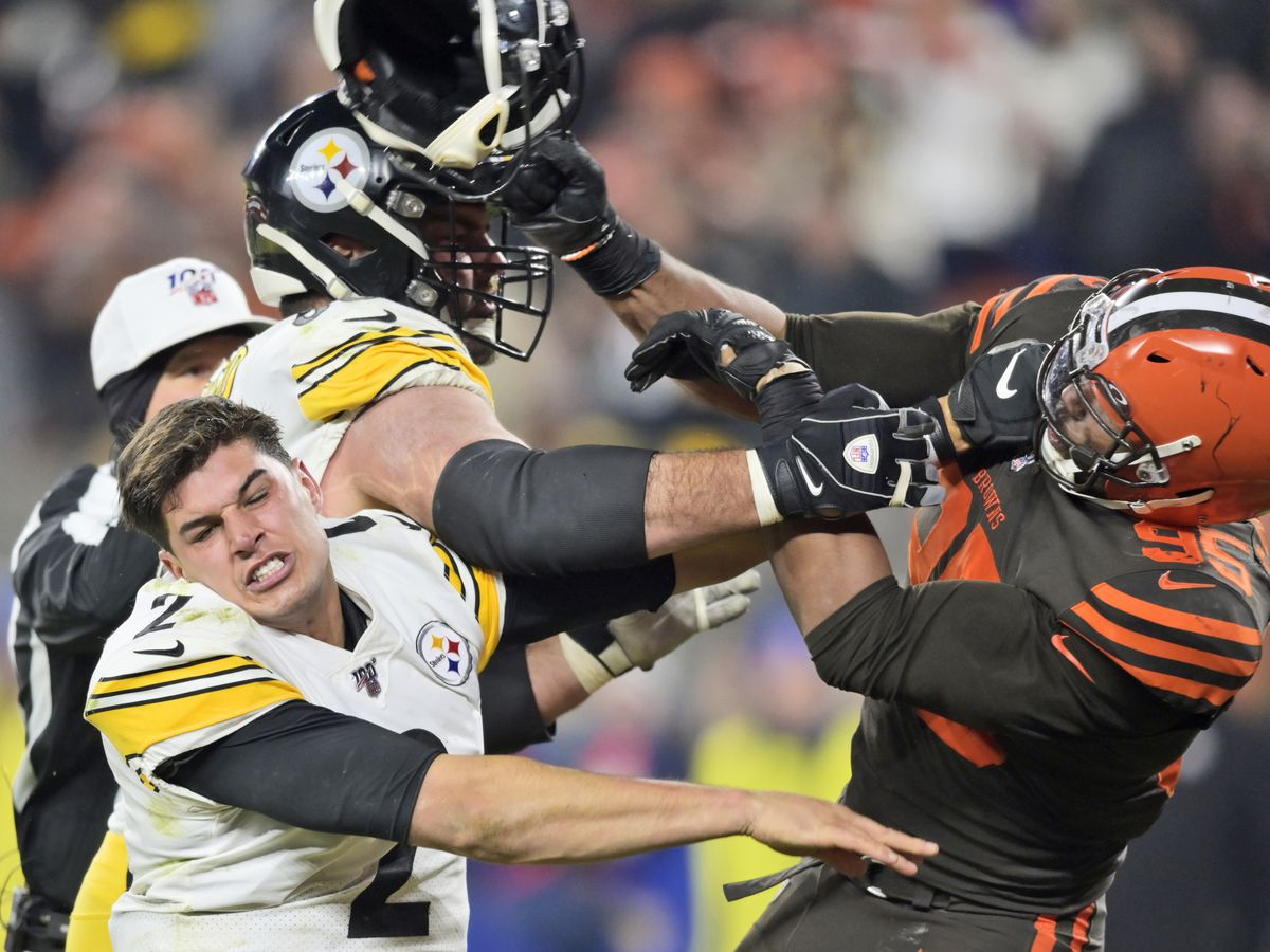Browns star faces NFL discipline after swinging helmet at Steelers QB