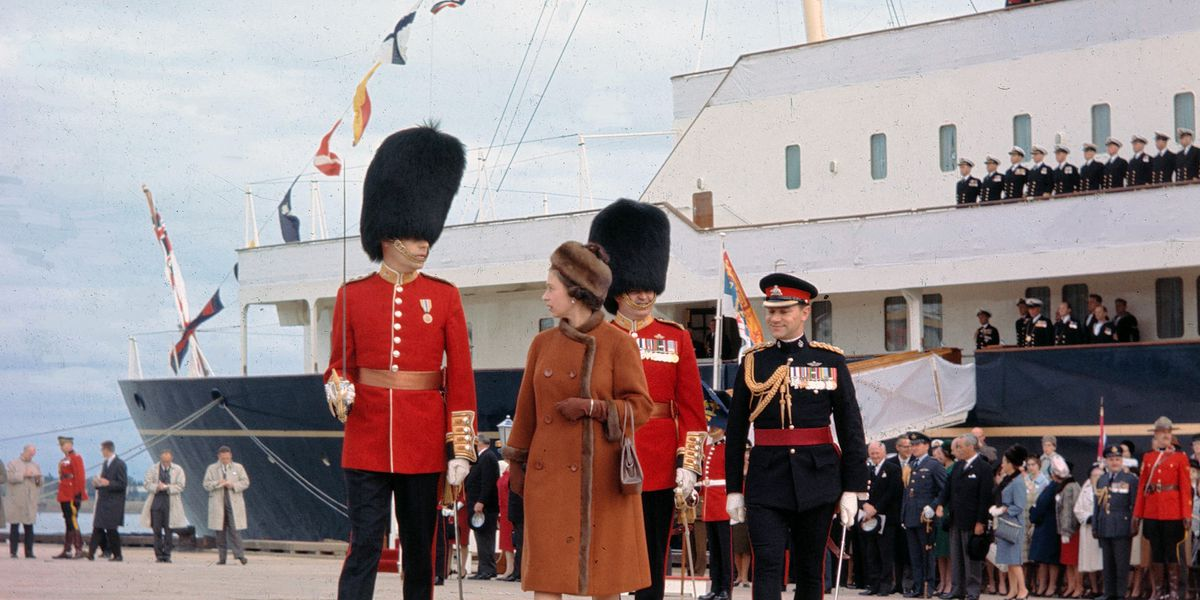 Note says Britain's queen 'naturally' wanted new royal yacht