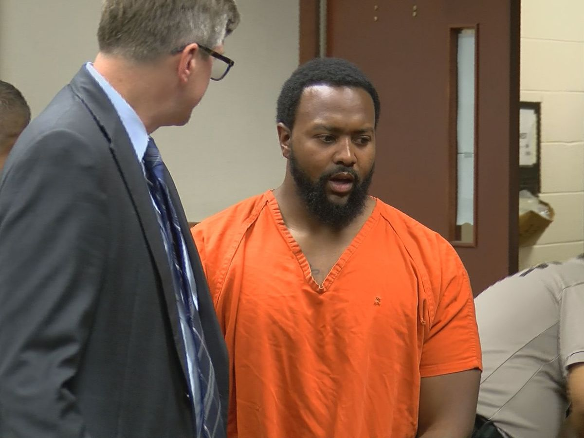 Ex-LMPD officer accused of snitching appears in court