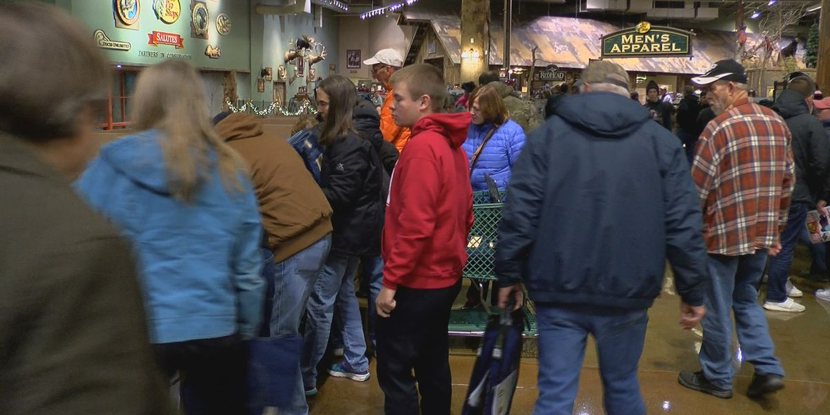 Black Friday Shoppers get out early in WAVE Country