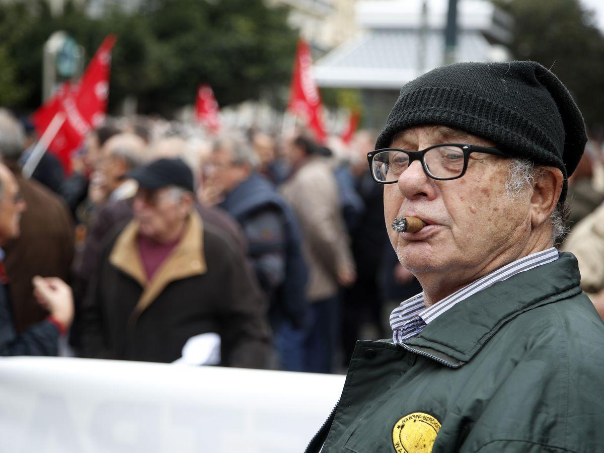 Greece: Creditors approve U-turn on pension cuts