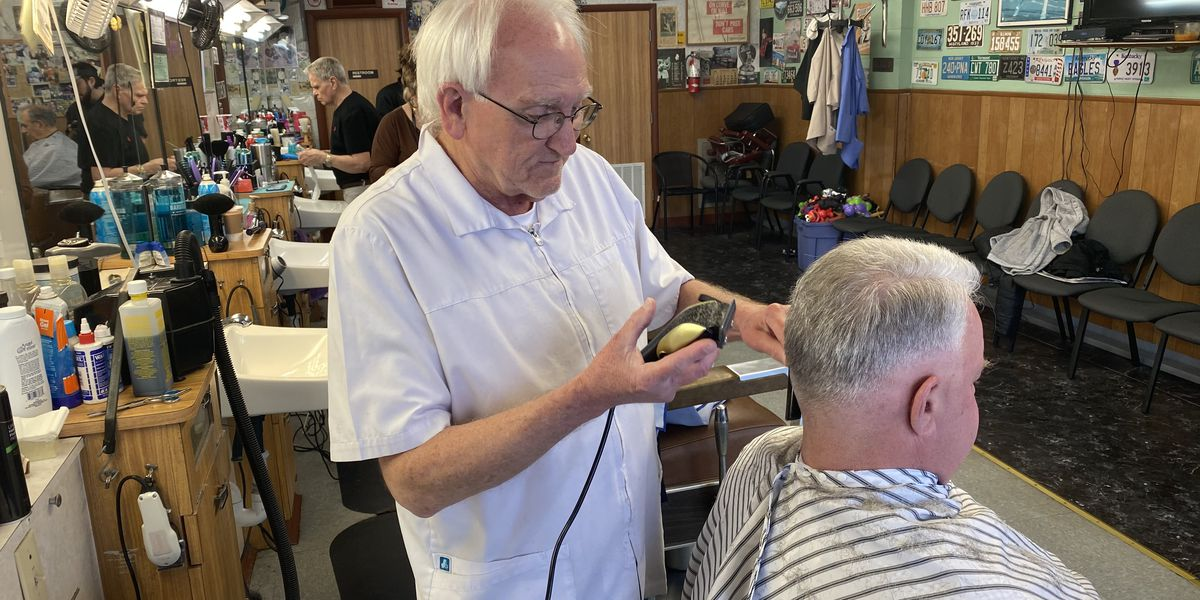 Customers line up for haircuts as Kentucky stylists are forced to shut down