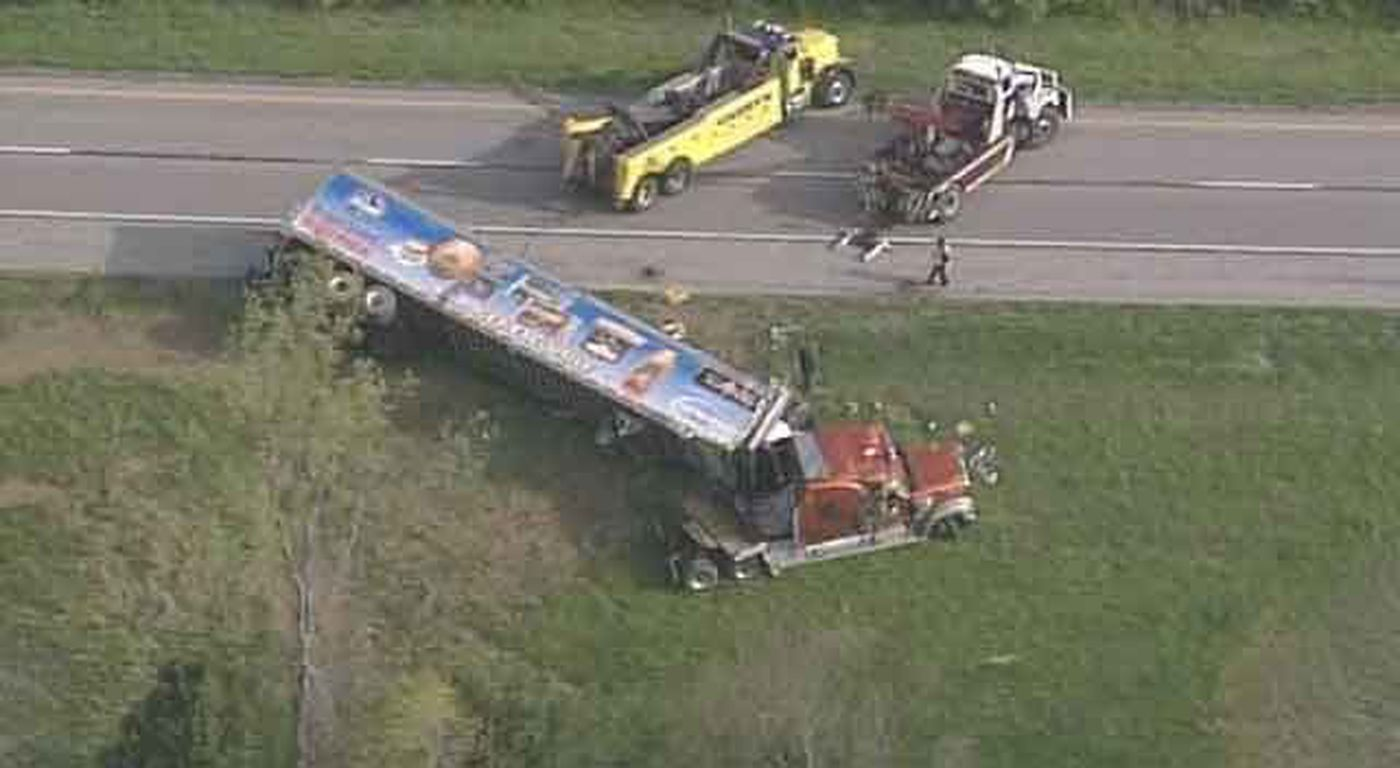 Semi accident shuts down I-64 east in Franklin County
