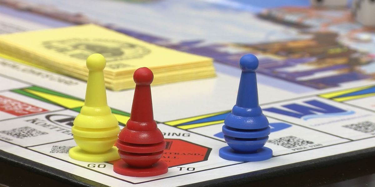 Silver Creek High students create Kentuckianapoly board game with local businesses