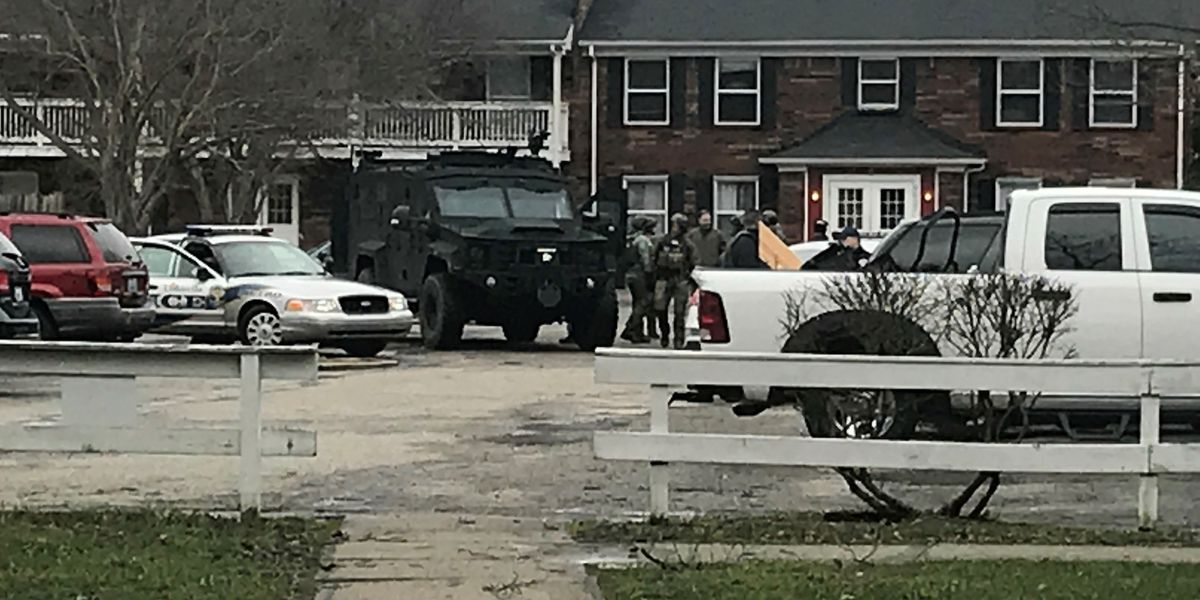 SWAT situation cleared at southwest Louisville apartment complex; man in custody