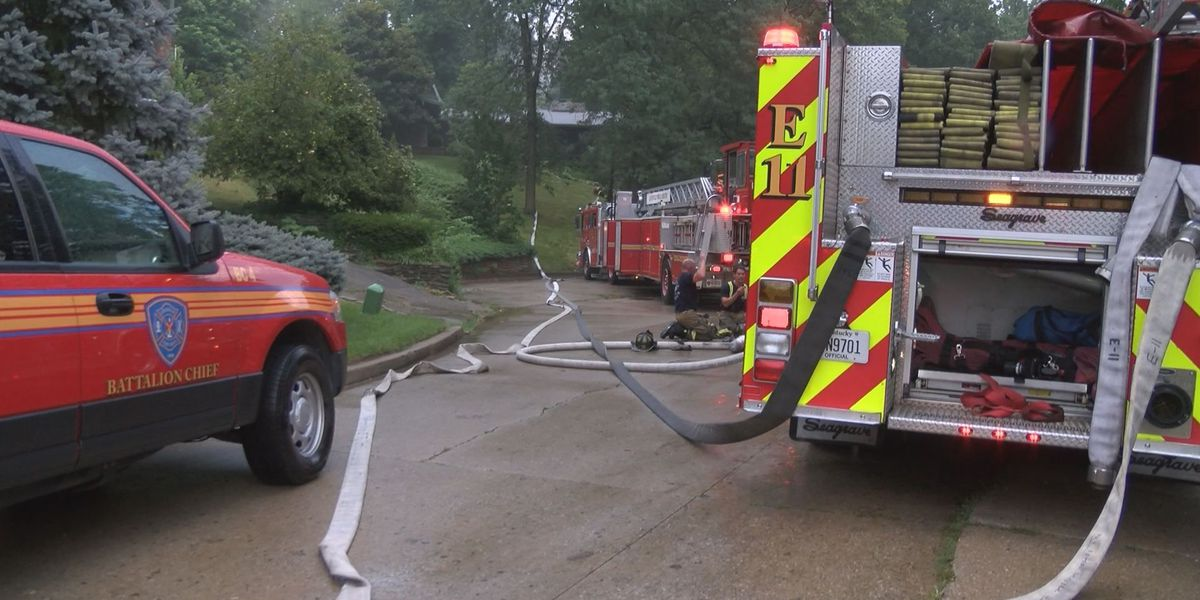 House catches fire near Louisville Zoo