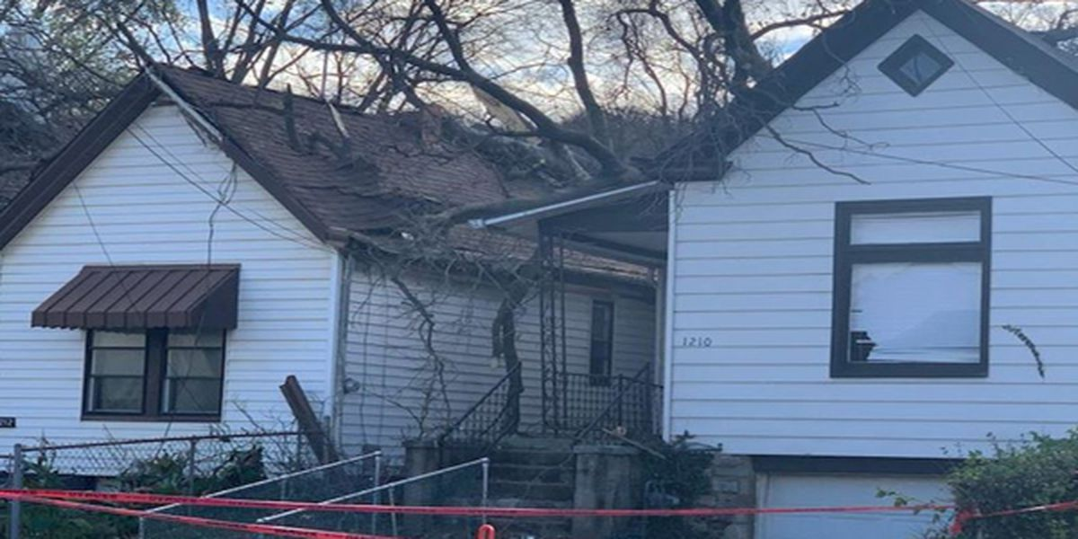2 injured after strong winds down tree on house in Dayton, Kentucky