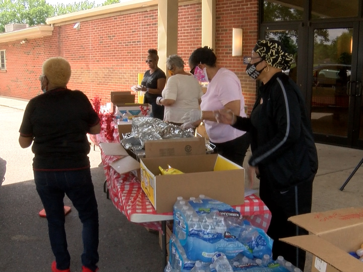 Newburg Church of Christ hosts community drive-up cookout