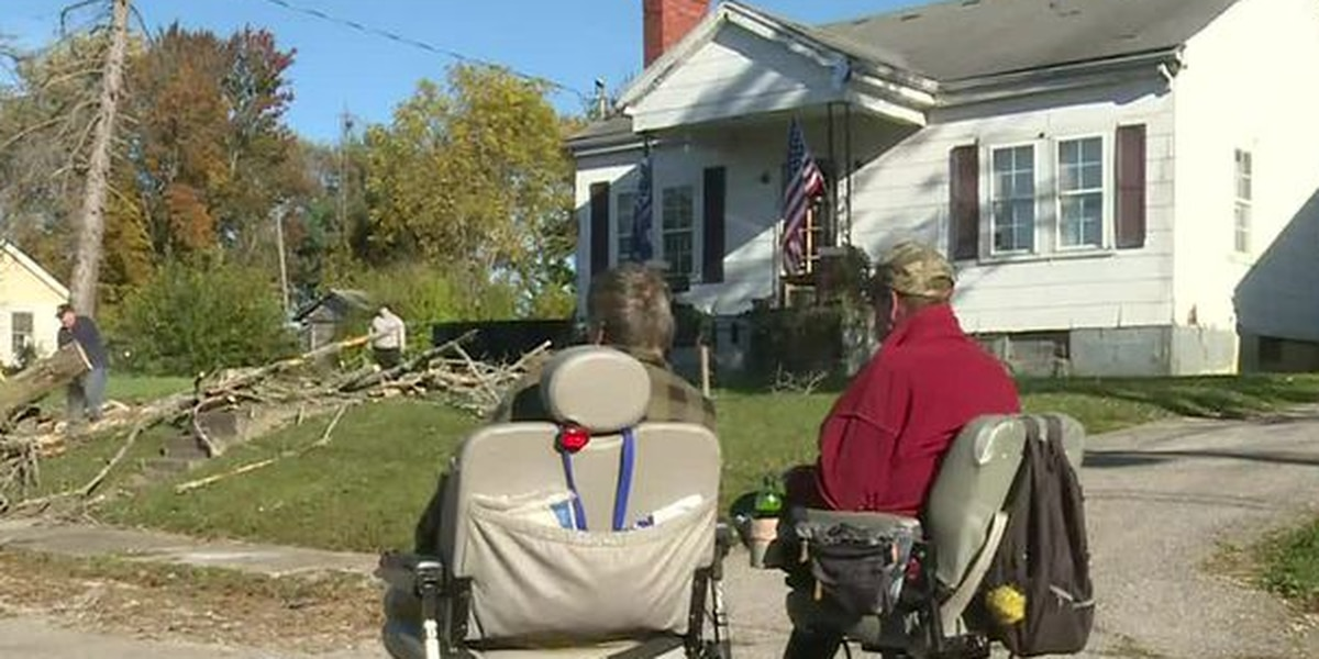 Winchester volunteers repair house for two disabled veterans