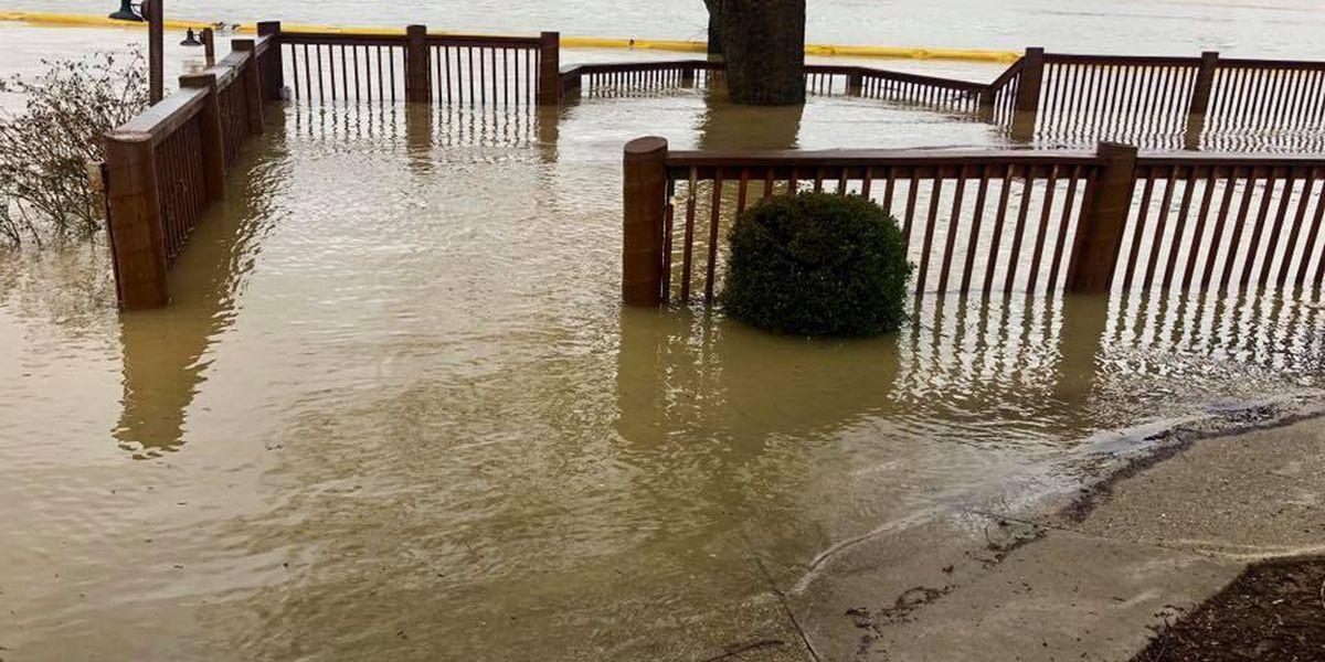 River Road restaurants go underwater, close until Ohio River receeds