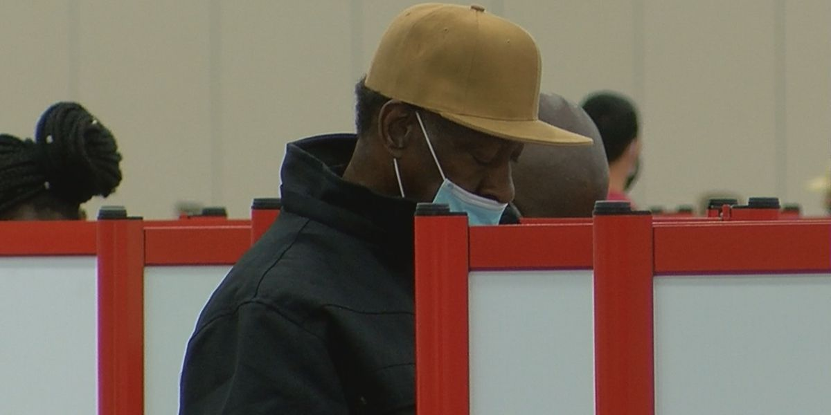No major snags at Louisville's lone primary election polling site in early hours
