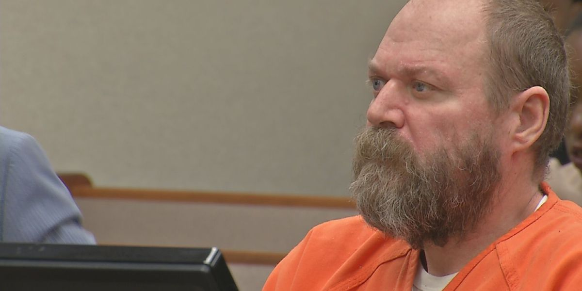 Man accused of killing 2 people in Kroger appears in court
