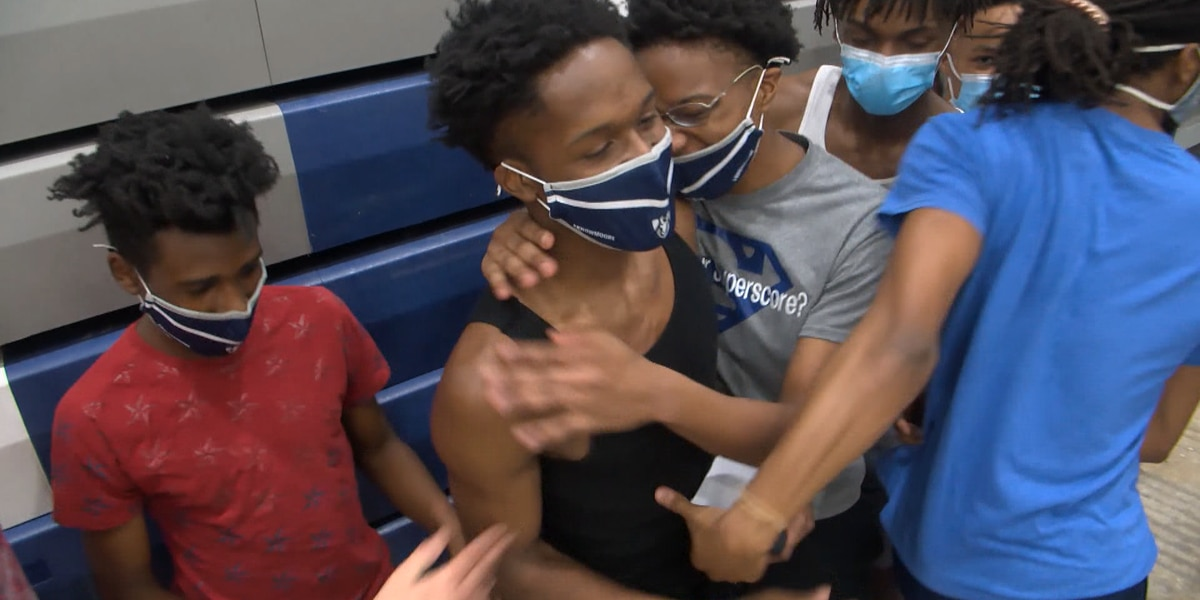Moore High School basketball player's selfless act inspires coach, community