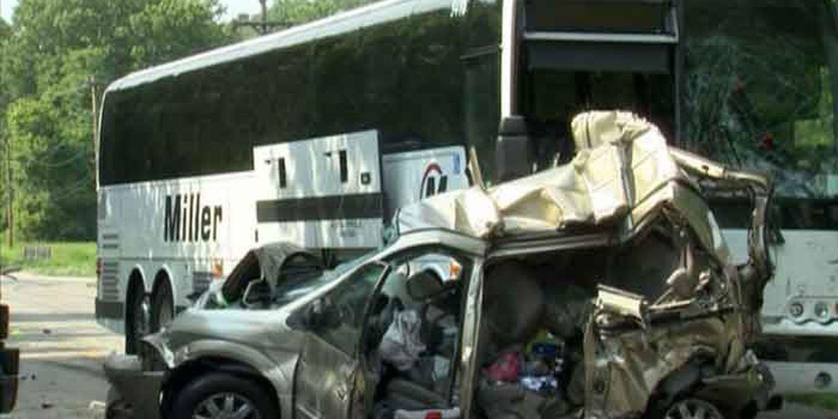 Bus en route to Louisville crashes, 3 killed