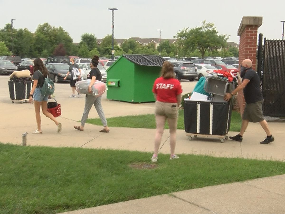 Bendapudi greets students, families on first Move-In Day at UofL