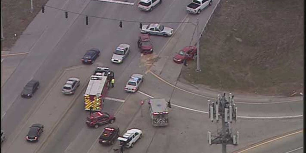2 car crash closes Smyrna Parkway at I-265 in south Louisville, multiple people hurt