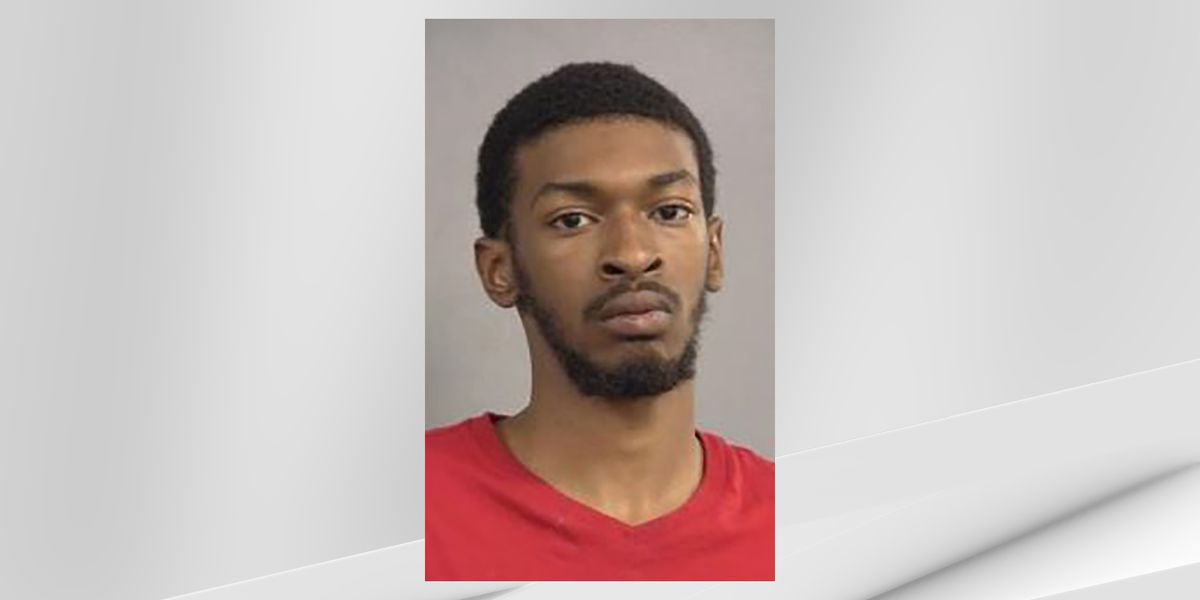 Man accused of kidnapping mother of his child, firing shot outside hospital
