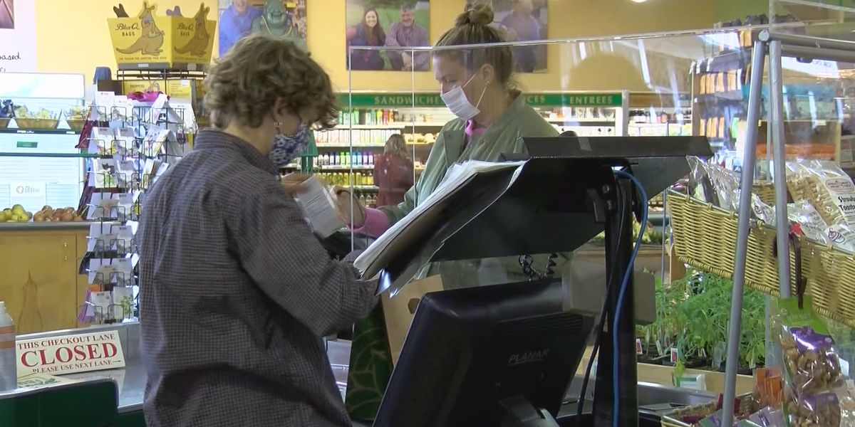 Food banks, grocers praise extension of federal pandemic benefit