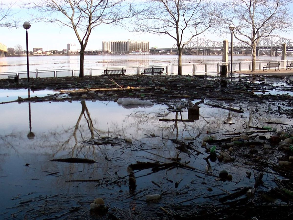 Flood delivers islands of trash to Louisville waterfront