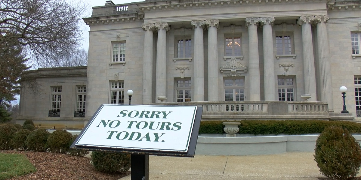 Fence to be built around Governor's Mansion following protest activity