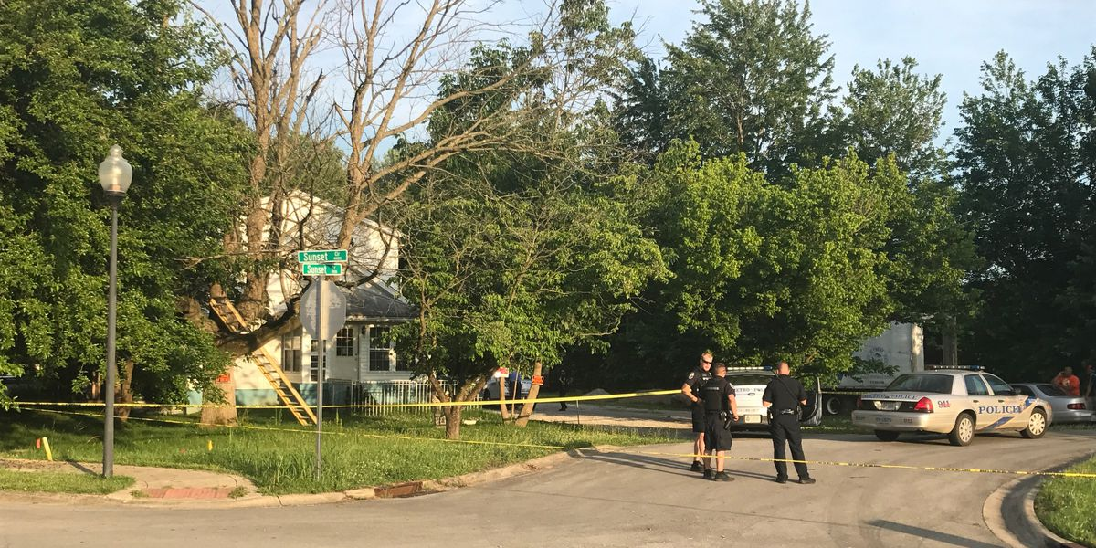 Man shot at house off South Crums Lane in Louisville