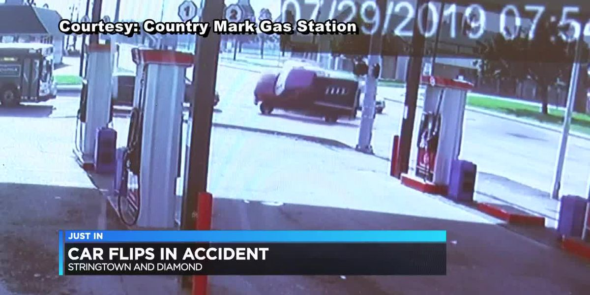 VIDEO: Truck flips over in Evansville crash, INDOT says light was malfunctioning