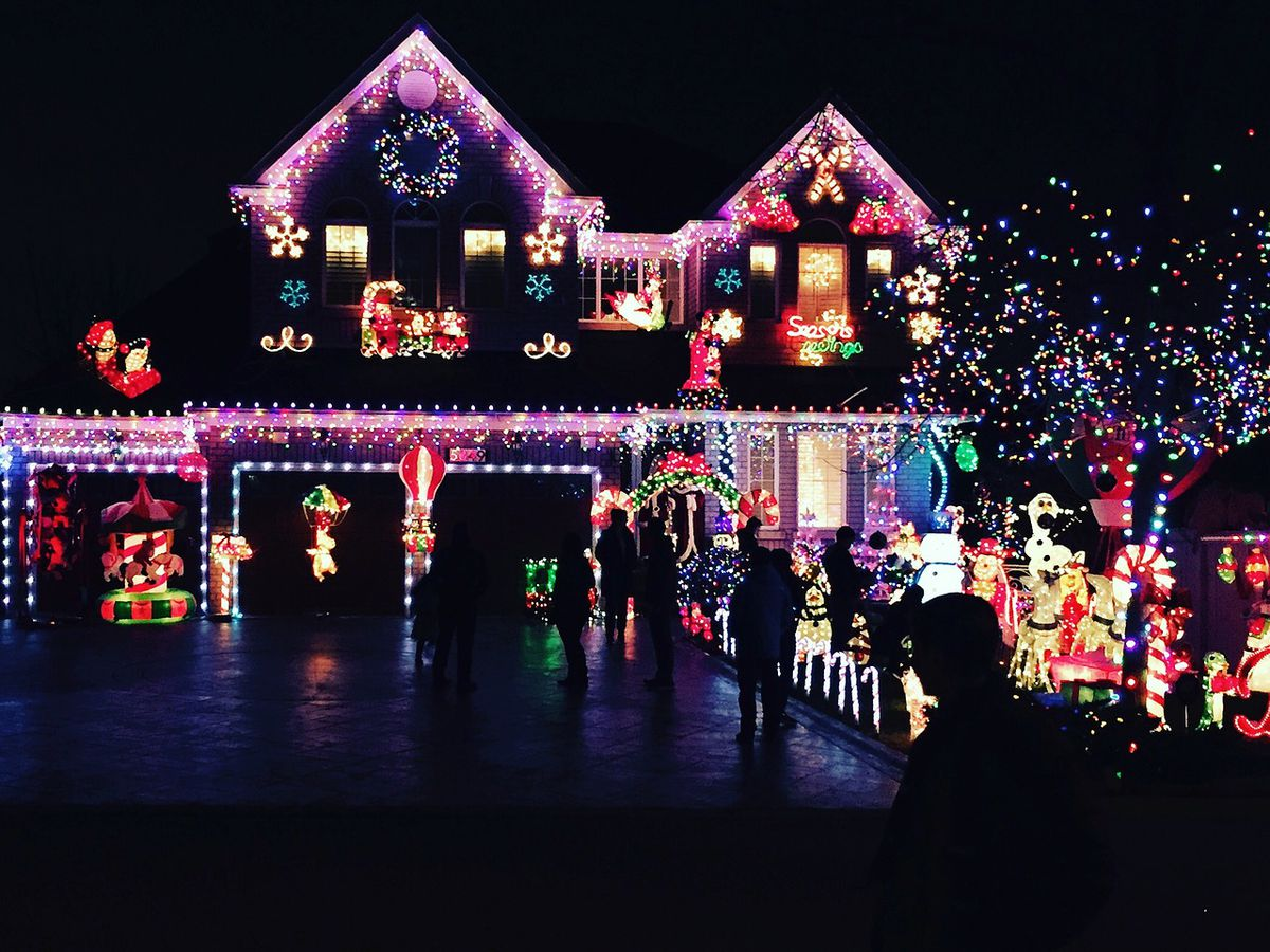 Angie's List: How to avoid holiday lighting dangers