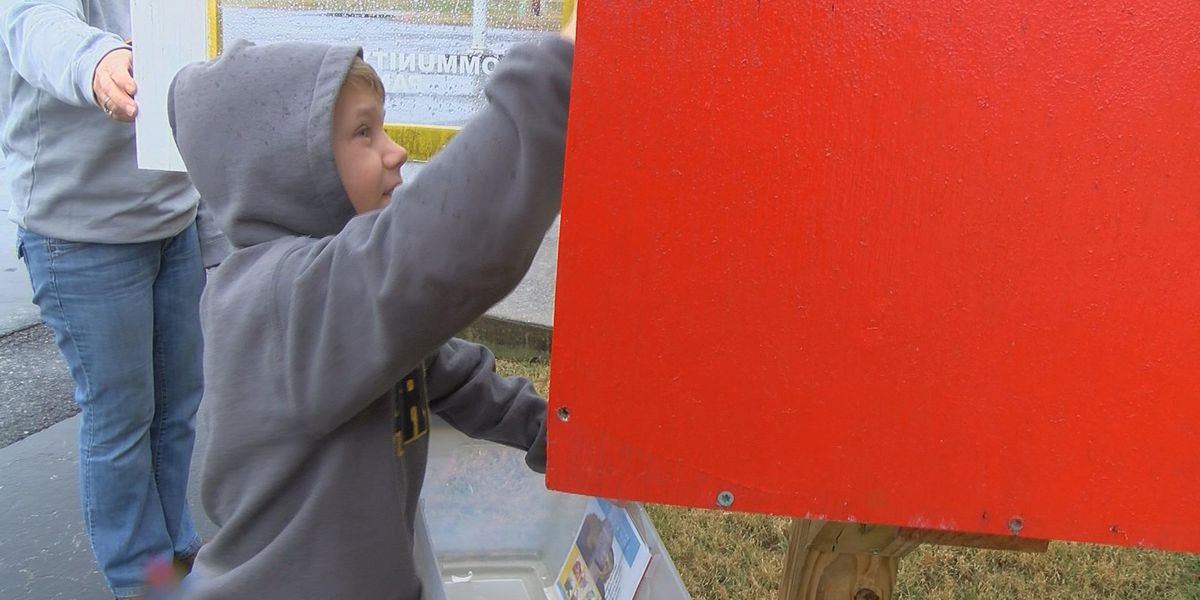 8-year-old boy helps Coast Guard neighbors impacted by shutdown
