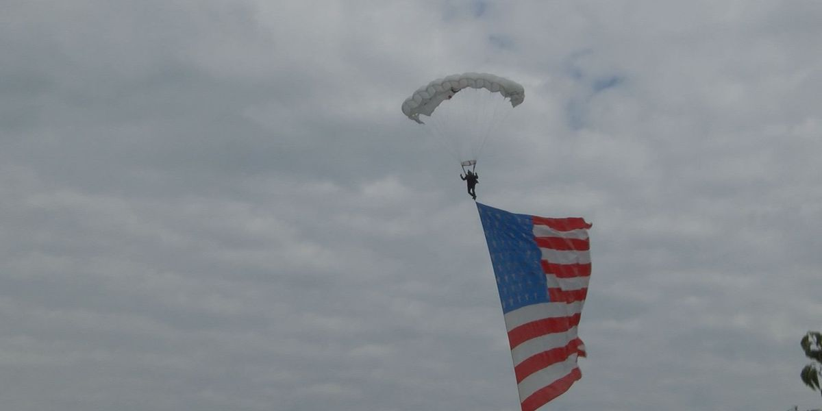 Fastrax parachute team lands on KY state capitol