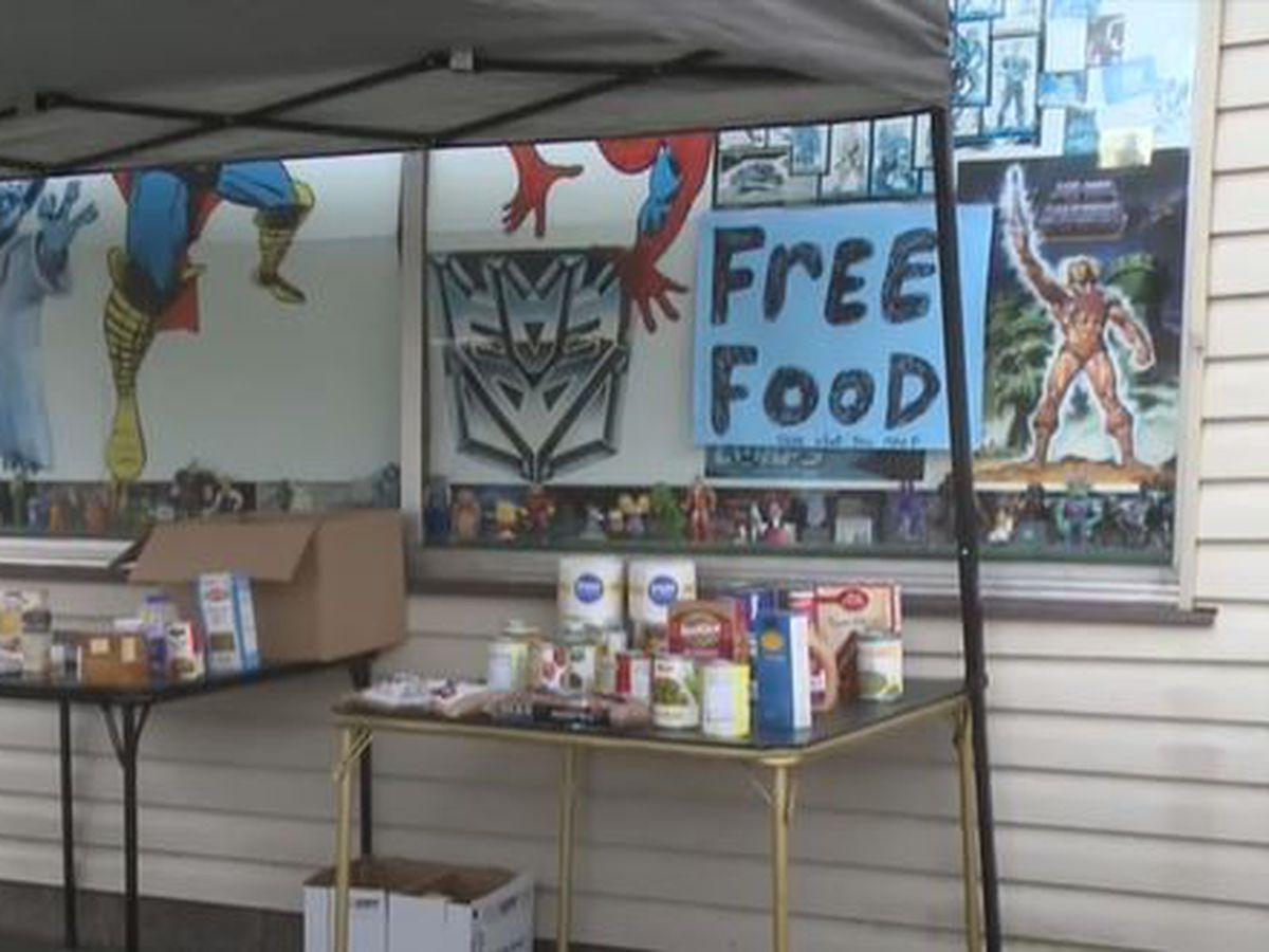 Mishawaka toy store reaches out to the community with free food table