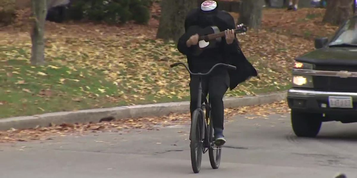 Headless horseman rides through Mass. town playing spooky tunes