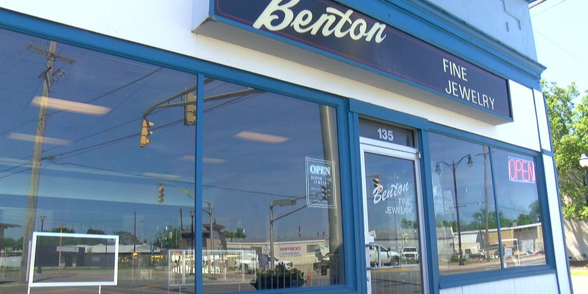 Jeffersonville jeweler excited to re-open for first time since March