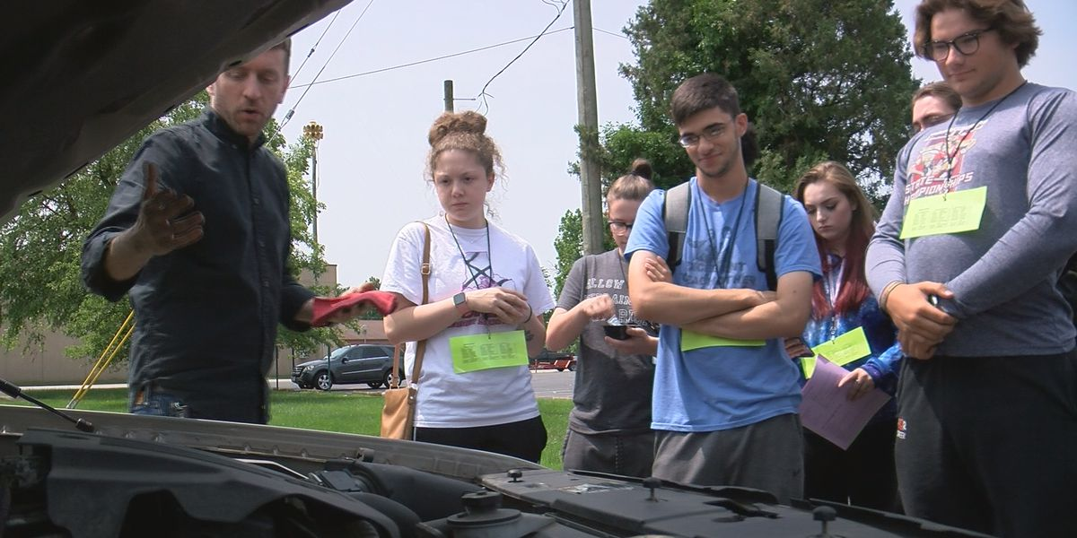 'Adulting 101' class teaches students how to survive in the real world after high school graduation