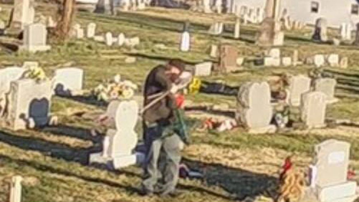 Cemetery thief caught, pens apology letter