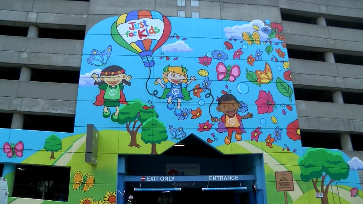 Norton Children's Hospital, local artists unveil parking garage mural