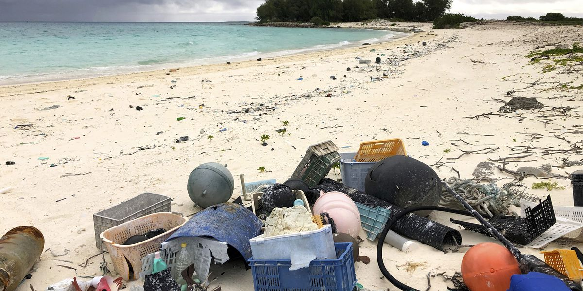 Study: 1 to 2 million tons of US plastic trash goes astray