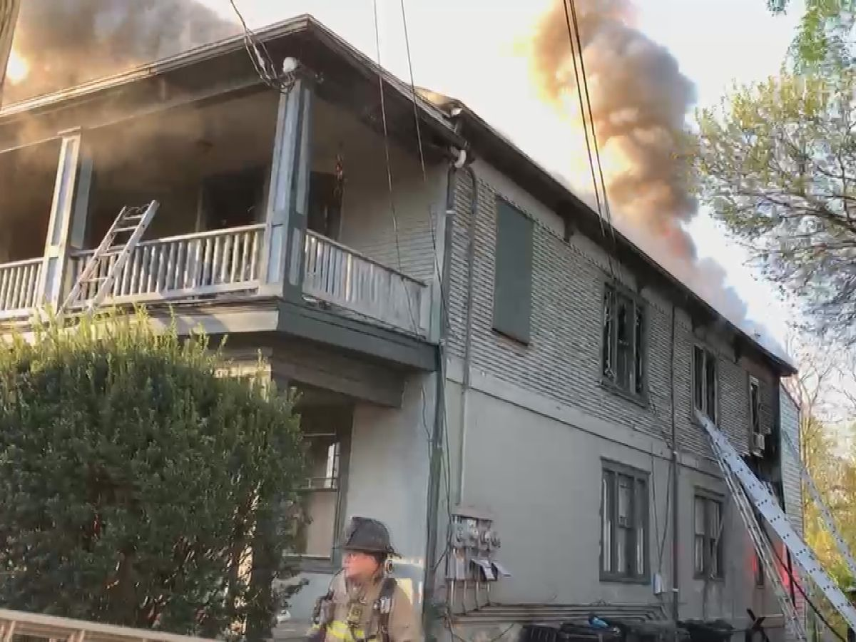 Woman, 6 children displaced after Old Louisville apartment fire