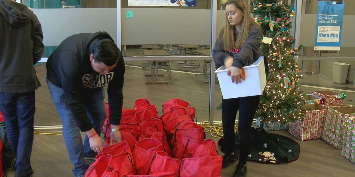 High school students pack food for fellow students, learn a lesson on giving