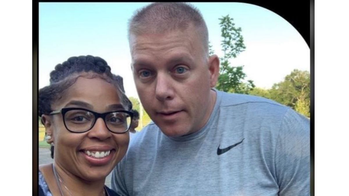 Friends of LMPD major say 'heart dropped' after learning he was shot