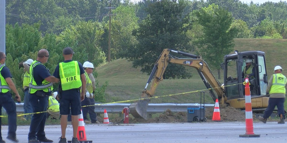 LG&E crews repair gas leak near Okolona, drivers urged to use caution