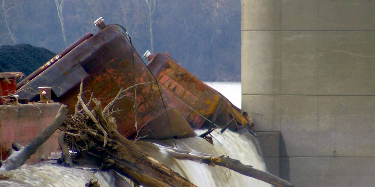 REPORT: Boat that crashed into 2nd St. Bridge lost control on Ohio River before