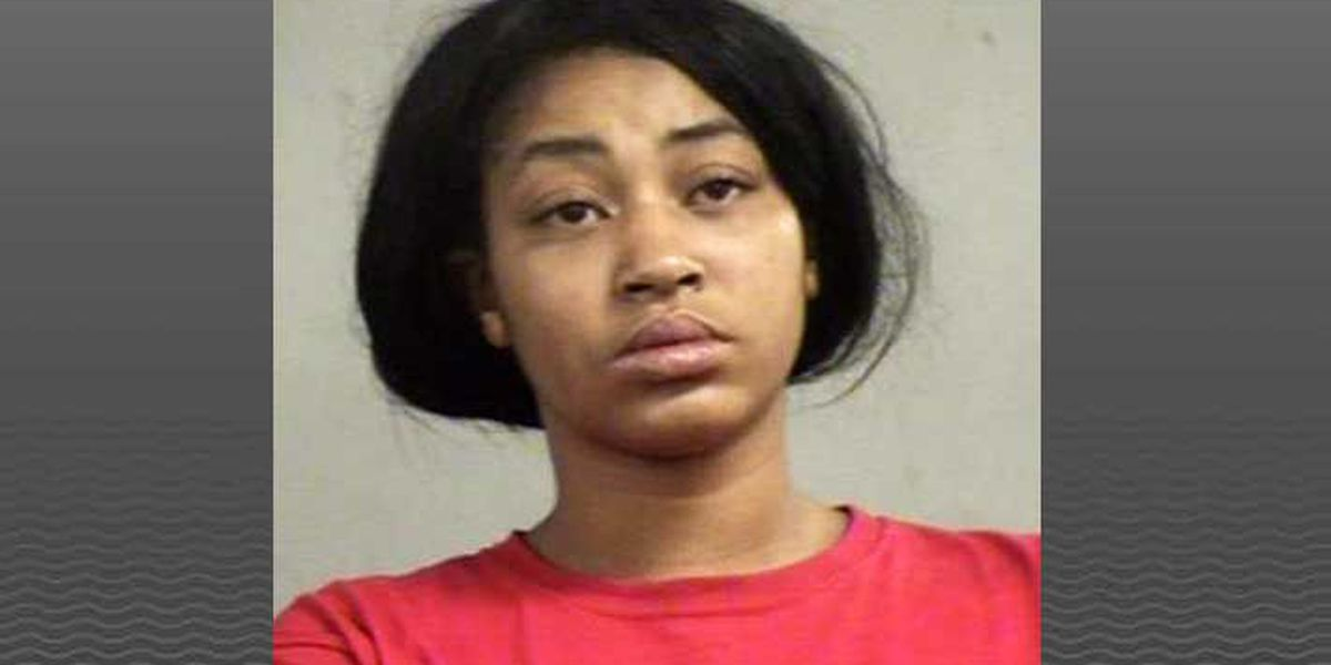 Woman charged with assault after slashing man with knife