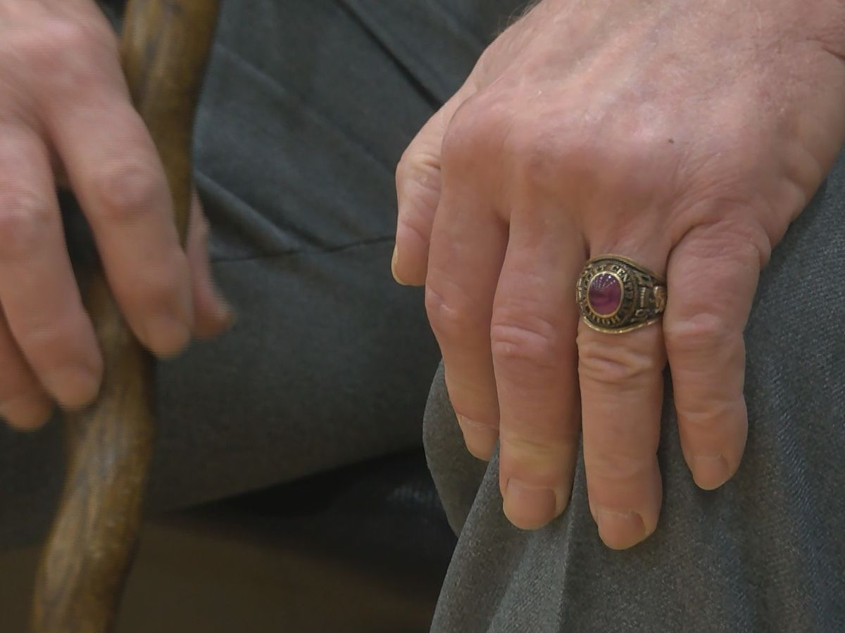 1971 Bullitt Central High School class ring returned to original owner