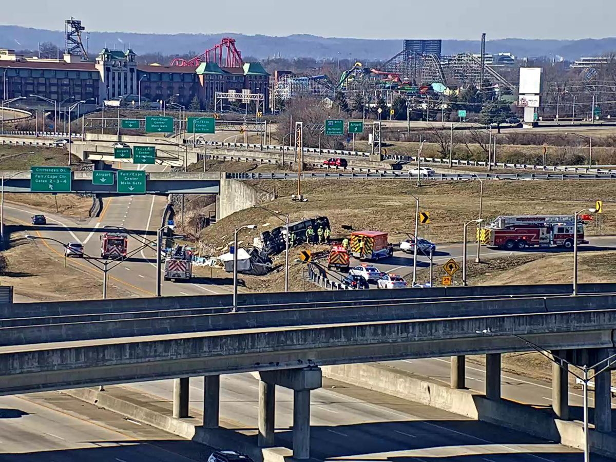 Semi overturns on I-264 West ramp to I-65 South